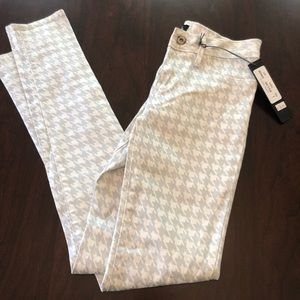 Size 25 houndstooth print skinnies . BRAND NEW